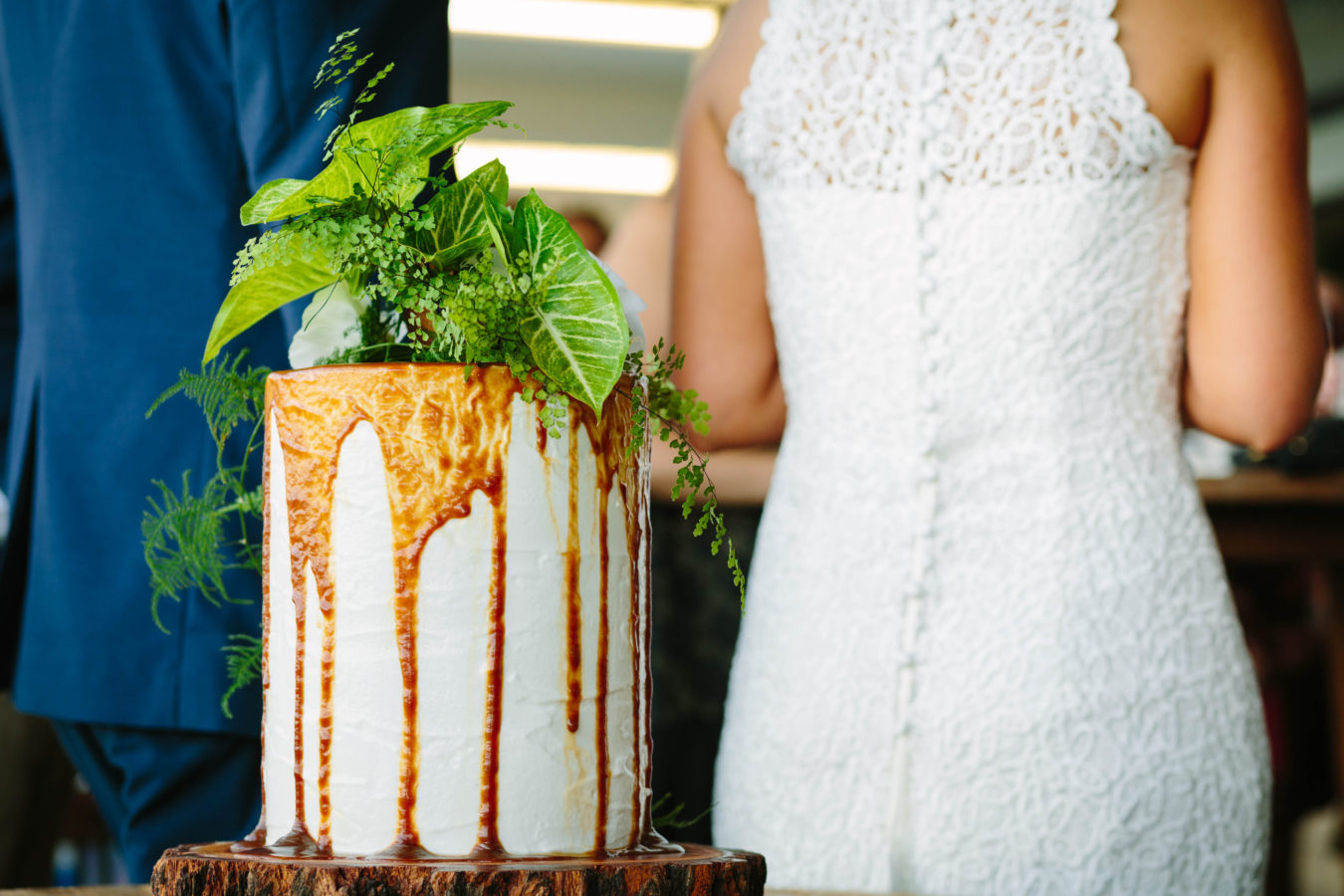 cake-with-couple-behind